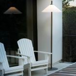 lampara-pie-exterior-faro-hue-outdoor-lighting-ayora-iluminacion-2