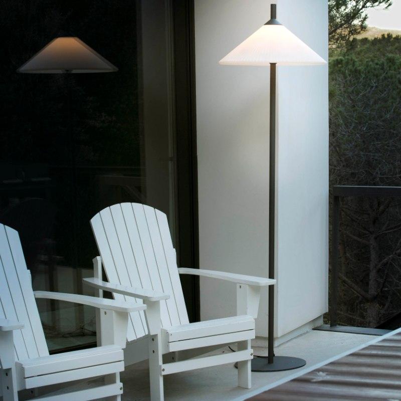lampara-pie-exterior-faro-hue-outdoor-lighting-ayora-iluminacion-2