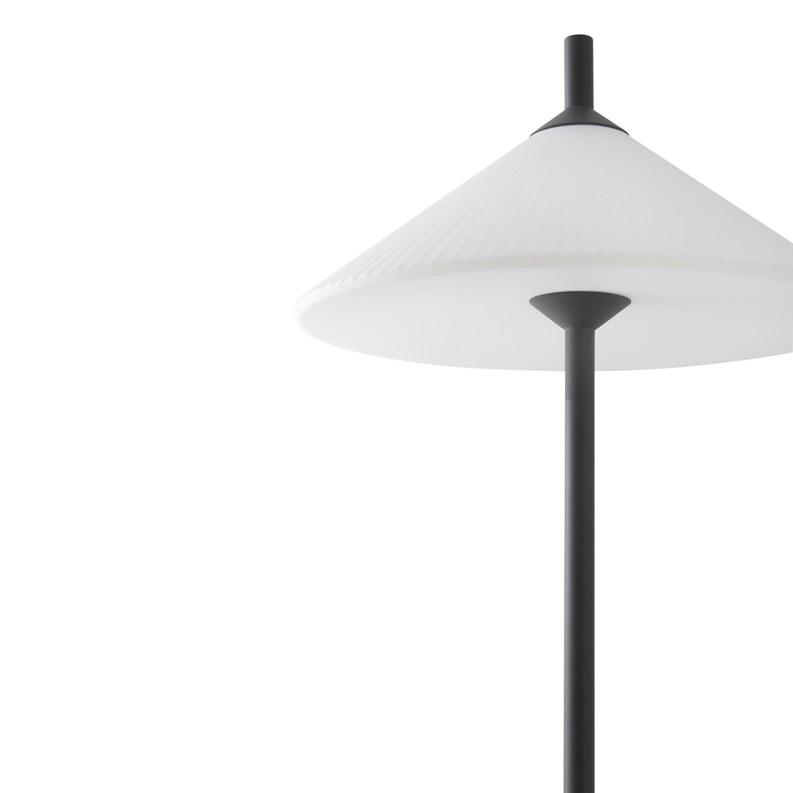 lampara-pie-exterior-faro-hue-outdoor-lighting-ayora-iluminacion-3