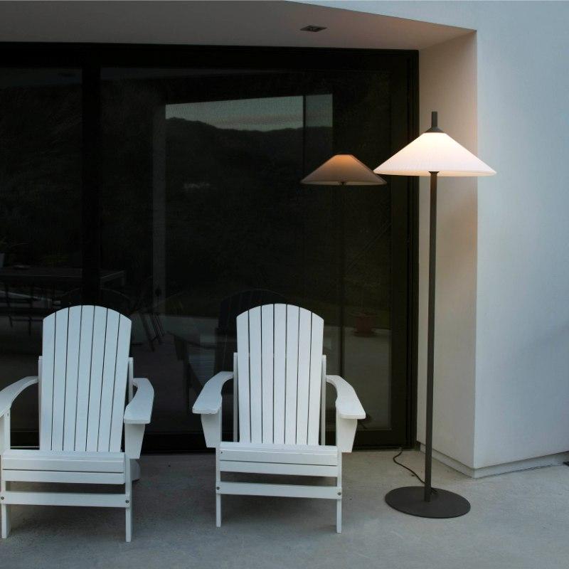 lampara-pie-exterior-faro-hue-outdoor-lighting-ayora-iluminacion