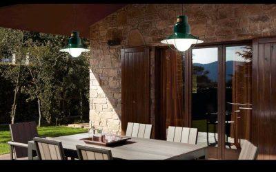 Porche, terraza o jardín con aire náutico: lampara y aplique NEWPORT de Faro