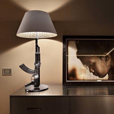 flos-lampara-sobremesa-gun-lounge-chrome-second-amedment-arma-cromo-philippe-starck-2