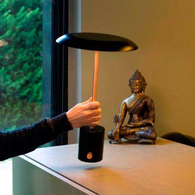 lampara-portatil-faro-hoshi-led-sobremesa-negro-cobre-cepillado-usb-ayora-iluminacion