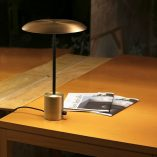lampara-sobremesa-hoshi-led-faro-oro-satinado-negro-regulable-dimmable-1