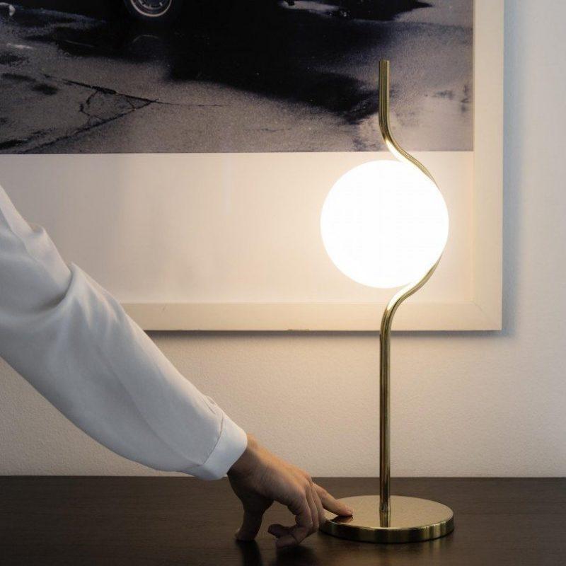 faro-le-vita-29692-lampara-sobremesa-oro-ayora-iluminacion-1